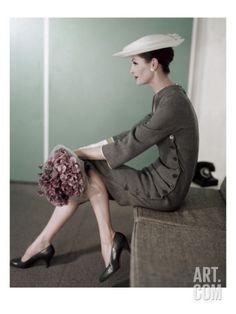 Wish i could go back in time. Vintage Vogue from fashion photographer, Karen Radkai Moda Vintage, Vintage Vogue, Vintage Glamour, Vintage Beauty, Vintage Woman, Retro Vintage, Foto Fashion, Fashion History, Fashion Models