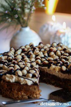 Nøttekake med sjokolade og kaffekrem | Det søte liv Norwegian Cuisine, Pudding Desserts, Let Them Eat Cake, Yummy Cakes, Delish, Deserts, Food And Drink, Cooking Recipes, Sweets