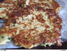 Celer si oloupeme a nastrouháme na jemném struhadle. Stejně tak uzený sýr. Přidáme petrželku, vajíčka, osolíme a opepříme podle chuti. Vše...