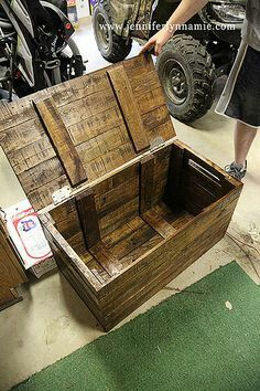 Pallet Box - would make a good box for 4-H @Caitlyn Dietsch