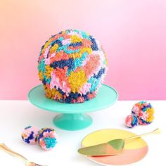 It's a giant Pom Pom cake!!!! Oh yes I went there! You can find the tutorial on the blog.