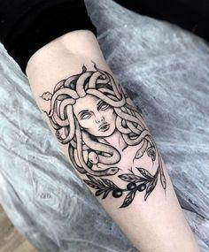 #Tatuagem #mitologia #medusa #antebraço