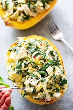 This chicken spinach artichoke spaghetti squash is creamy, filling, packed with protein and veggies, paleo and friendly. Whole 30 Spaghetti Squash, Best Spaghetti Squash Recipes, Stuffed Spaghetti Squash, Spaghetti Spinach, Buffalo Chicken Spaghetti Squash, Stuffed Squash, Artichoke Recipes, Artichoke Dip, Clean Eating