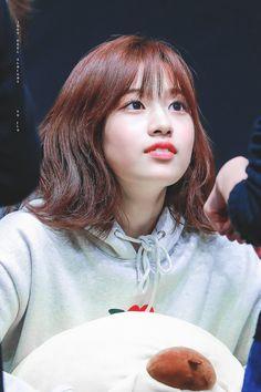 Yu Jin, Japanese Girl Group, Kim Min, Girl Bands, Female Singers, The Wiz, About Hair, Korean Women, Pop Group
