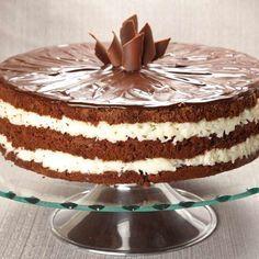 Bolo prestígio Easy Smoothie Recipes, Easy Smoothies, Cake Recipes, Snack Recipes, Pumpkin Spice Cupcakes, Fall Desserts, Ice Cream Recipes, Chocolate Recipes, Eat Cake