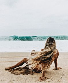 Surfing holidays is a surfing vlog with instructional surf videos, fails and big waves Beach Hair, Beach Bum, Surf Hair, Beach Girls, Summer Vibes, Photography Beach, Beach Please, Waves, Beach Blanket