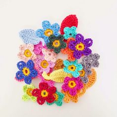 Crochet Flowers  Click on link at bottom of post to go to all of Annemarie's FREE PATTERNS or use this URL:  http://annemarieshaakblog.blogspot.nl/p/free-crochet-patterns_14.html