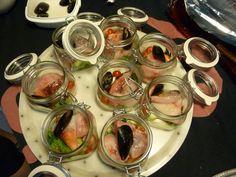 Da Nepitella Partenopea   Procurarsi dei barattoli da conserva di vetro con chiusura ermetica, misura media.   Lavarli ben bene e...