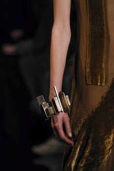 Donna Karan Fall 2014 RTW - Details - Fashion Week - Runway, Fashion Shows and Collections - Vogue