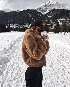 Next Post Previous Post Kylie Francis' storyteddy fleece jacket + knit beanie + yoga pants + ray ban sunglasses Fall Winter Outfits, Autumn Winter Fashion, Autumn Look, Winter Wear, Winter Dresses, 2016 Winter, Cold Weather Outfits, Japan Outfit Winter, Winter Night Outfit