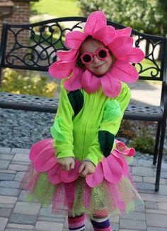 Flower Costume Diy - An Easy Diy Flower Costume Tutorial Upcycling An Old Hoodie Diy Flower Costume C R A F T Flower Face Flower Costume Rose Costume Easy Diy Halloween Co. Costume Fleur, Rose Costume, Flower Costume, Baby Halloween Costumes, Baby Costumes, Kid Halloween, Fleurs Diy, Wonderland Costumes, Homemade Halloween
