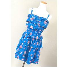 """Hollister Blue Floral Dress GUC Approx flat measurements: Chest: 18""""-20"""" Waist: 11""""-18"""" Length: 25"""" Strap: 14 1/2""""-17 1/2"""" Missing the belt but loops intact. Ask ALL questions before buying,sales are final. I try to describe the items I sell as accurately as I can but if I missed something, please let me know FIRST so we can resolve it before you leave < 5rating.   TRADES/OFFLINE TRANSACTIONS  LOWBALLING (Please consider the 20% PM fee) ✅Offers only through the OFFER BUTTON  100% Authentic…"""