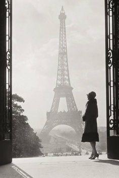 The Eiffel tower in the Jazz era.
