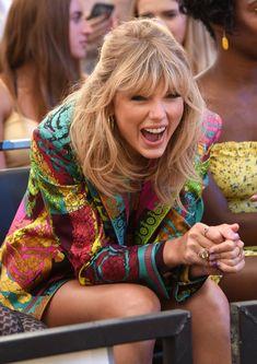 Taylor Swift Fan, Taylor Swift Pictures, Taylor Alison Swift, Pretty People, Beautiful People, Miss Americana, Taylor Swift Wallpaper, Red Taylor, Portraits