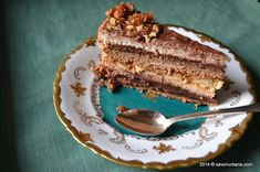 Tort grilias cu ciocolata si nuci caramelizate | Savori Urbane Something Sweet, Tiramisu, Recipies, Dessert Recipes, Food And Drink, Sweets, Cooking, Healthy, Ethnic Recipes