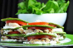 Chutné, jednoduché, vysokoproteínové fitness jedlo s nízkym obsahom sacharidov a tuku. Ingrediencie (na 2 porcie): Na lievance: 100g čerstvého špenátu 40g ovsených vločiek 3 veľké bielka 40g bieleho jogurtu Na plnku: 250g kuracích pŕs 100g cottage cheese alebo čerstvej mozzarelly (na plátky) paradajka bazalka Postup: Kuracie prsia nakrájame na kúsky a ugrilujeme na panvici. Keď […]Podeľte sa o tento super recept so známymi