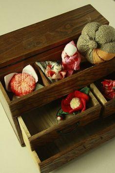 Sewing kit box / 茶色 欅の木目の小振りな和裁用お針箱 #Kimono #Japan http://global.rakuten.com/en/store/aiyama/