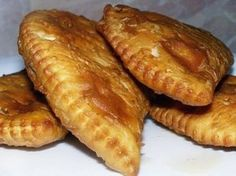 5 secrets of delicious chebureks from professional chefs Chefs, Meat Recipes, Cooking Recipes, My Favorite Food, Favorite Recipes, Good Food, Yummy Food, Puff Pastry Recipes, Savoury Baking