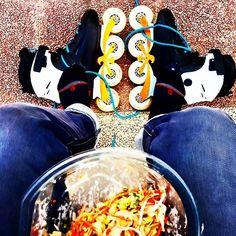 #lunchtime un día #increible , aprovecha cualquier momento para #gozar sobre #ruedas . #rollerstore_zgz #rsbladers #calle #street #ensalada #flyingeagleskates #f3 #wasp #egoframe #undercover #powerblading #zaragoza #patines #inlineskates #freeskate #rollers #rollerblading #freedom #mund #mundshocks #calcetines #shocks