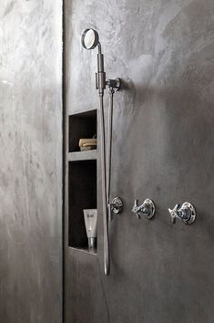 Bathrooms in polished concrete - Trendy Home Decorations Concrete Block Walls, Concrete Finishes, Concrete Wall, Plaster Texture, Concrete Texture, Polished Plaster, Polished Concrete, Concrete Shower, Venetian Plaster Walls