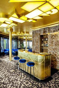 Café Français...faced with a 360-degree view of the Place de la Bastille