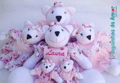 Ursas com 40cm de altura (nicho) + Ursa 45cm (berço) + Ursas Minis com 13cm de altura (Cortina) - Vestidos rosa em composê floral e bermudinhas rosa chá.