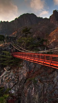 Daedunsan-Mountain-Suspension-Bridge-South-Korea