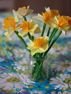 love these paper daffodils! so easy, and such a great way to decorate =)