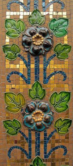 Parisian tiles. Love the flowers.