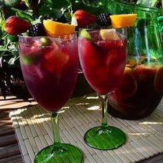 Sangria Well - Suited For Stifling Summer Days Wine Drinks, Detox Drinks, Cocktail Drinks, Cocktails, Beverages, Spanish Sangria Recipe, Sangria Recipes, Spanish Tapas, Spanish Food