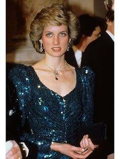 Princess Diana attends a gala at the Vienna Burgh Theatre during a visit to Austria in 1989. Photo (C) GEORGES DE KEERLE, For all the Photos and More : http://www.viral-news.net/for-the-very-first-time-revealing-some-unknown-facts-about-princess-diana/#.V406AOsrLIU GETTY