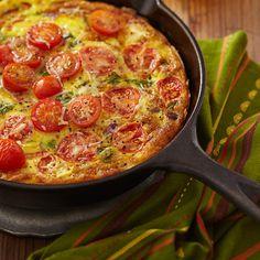 La ensalada griega al sartén es perfecta para un almuerzo o cena rápida y contundente y lo mejor es que es baja en carbohidratos perfecta para seguir el Método Grez.