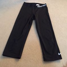 Nike pro cropped leggings black Great condition, worn once Nike Pants Leggings