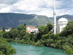 Iconic Koski Mehmed Pasha Mosque is probably among the most famous monuments in Mostar, surrounded by beautiful turquoise waters of Neretva river. Visit our website: www.tourguidemostar.com #architecture #photography #travel #travelworld #tara #halebija #oldbridge #oldtown #mostar #tourguidemostar #neretva