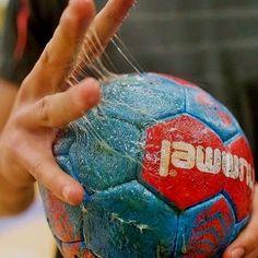Only Handball – My Friends Page Handball Players, Women's Handball, Sport Motivation, Goalkeeper, Soccer Ball, Volleyball, Cool Style, Derby, Pinterest Blog