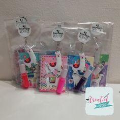 Hippe traktatie met een alpaca/lama thema. Alpaca, Gift Wrapping, Treats, Gifts, Inspiration, Paper Wrapping, Sweet Like Candy, Biblical Inspiration, Goodies
