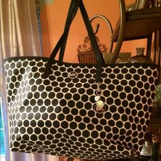 "Selling this ""MICHAEL KORS TOTE Large!! Mint condition!"" in my Poshmark closet! My username is: rchl62. #shopmycloset #poshmark #fashion #shopping #style #forsale #MICHAEL Michael Kors #Handbags"