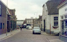 1970. Tuinstraat met rechts de Tuindwarsstraat.