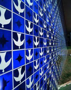 Painel de azulejos, Athos Bulcão. Igrejinha Nossa Senhora de Fátima, Foto: Ricardo Padue - Brasil | patterntiles