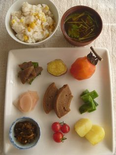 Japanese Style Home-Cooked Autumn Lunch (Sweet Corn Rice, Miso Soup, Some Veggies and Kaki Persimmon as Dessert)|プレートランチ