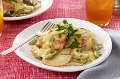 Slow-Cooker Cheesy Chicken & Potatoes Recipe - Kraft Recipes (but I would substitute something like broccoli florets for the green pepper which we don't like). Slow Cooker Huhn, Crock Pot Slow Cooker, Slow Cooker Chicken, Slow Cooker Recipes, Crockpot Recipes, Cooking Recipes, Budget Recipes, Drink Recipes, Healthy Recipes