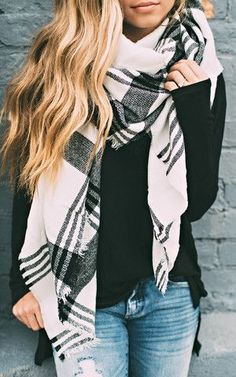Casual Outfit Pair any Black and White Plaid Scarf with a solid color top to bring out the texture and color of your scarf! Edgy Style, Mode Style, Mode Outfits, Fashion Outfits, Womens Fashion, Scarf Outfits, Fashion Scarves, Plaid Scarf Outfit, Blanket Scarf Outfit