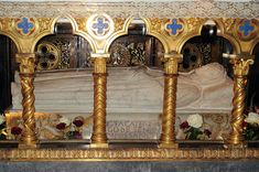 Sarcophagus of St Catherine of Siena beneath the High Altar of the church of Santa Maria sopra Minerva, Rome, Italy. - I was here for worship. Catholic Saints, Patron Saints, Roman Catholic, St Catherine Of Siena, Catholic Online, St Clare's, St Agnes, Famous Graves, Francis Of Assisi