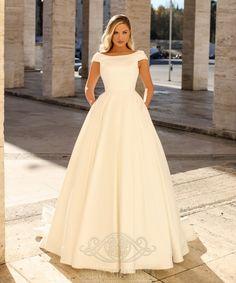 🍀 Rochii de Mireasă Eden Bride , Colecții 2020! 👗 Noi modele superbe in stoc te asteapta pentru o experienta unica!  💛 Te invităm la showroom sa iti alegi rochia visurilor tale în Str. Orzari, nr.5, BUCUREȘTI sau sună-ne la 0759.520.748 și programează-te! 🌸🌸 🔗  #rochiidemireasa #mireasa#weddingplannerbucuresti #rochiimireasa  #nuntabucuresti #rochiideseara #luxurywedding #luxuryweddingdress #weddingdressshoping #weddingdressshop #weddingdressideas #brides #bridalgown #