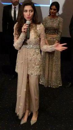 44 trendy Ideas for bridal couture 2019 pakistan Tesettür Şalvar Modelleri 2020 Pakistani Formal Dresses, Pakistani Wedding Outfits, Pakistani Dress Design, Indian Dresses, Indian Outfits, Party Wear Dresses, Indian Designer Wear, The Dress, Indian Fashion