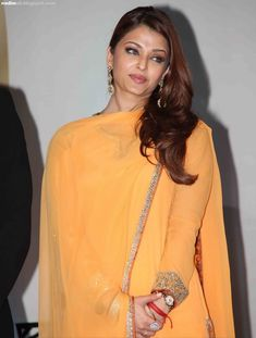 Aishwarya Rai attends the Positive Health Awards in Mumbai on November 2010 Aishwarya Rai Pictures, Aishwarya Rai Photo, Actress Aishwarya Rai, Bollywood Pictures, Aishwarya Rai Bachchan, Bollywood Actress, World Most Beautiful Woman, Gorgeous Women, Hot Actresses