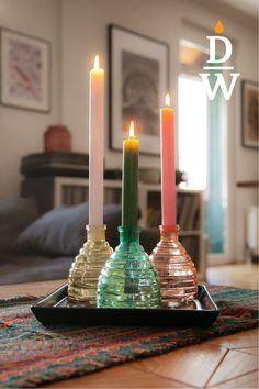 Tipp: Viele suchen Lampen nach Gefallen aus. Besser ist, zunächst darauf zu achten, wofür die Beleuchtung benötigt wird. Die Grundbeleuchtung dient im Wesentlichen der Orientierung im Raum. Ist das ganze Zimmer gleichmäßig beleuchtet, wirkt es ungemütlich. Spannung entsteht durch ein Spiel von Licht und Schatten. Das inszenieren Sie, in dem Sie Lichtakzente setzen. Candles, Light And Shadow, Lighting, Candy, Candle Sticks, Candle