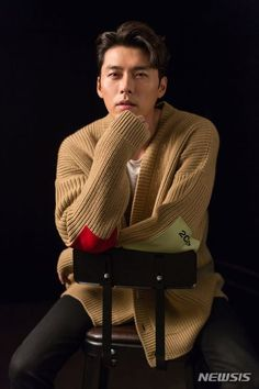 Hyun Bin Cool and Casual in New Media Pictorial Hyun Bin, Handsome Actors, Handsome Boys, Asian Actors, Korean Actors, Jikook, Netflix, Kdrama Actors, Asian Hotties
