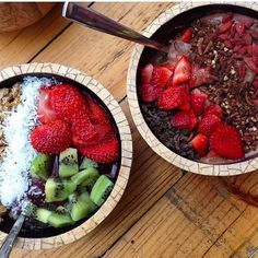 Get your chocolate fix with our CACOA CRUNCH SUPERFOOD BOWL! This delicious thick blended smoothie bowl is packed full of goodness AND will satisfy your sweet cravings! Available for eat in and take out  Repost from @darlyngwe whose on work experience with us for the week and also vegan  #vegan #paleo #glutenfree #refinedsugarfree #beachhouse #beachhousehealthbar #southbank #brisbane #southbrisbane #brisbanebreakfast  #brisbanevegans