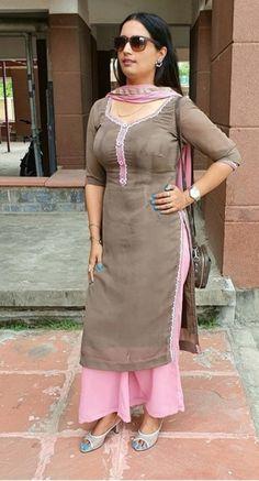 Beautiful Girl Body, Beautiful Girl Indian, Most Beautiful Indian Actress, Beautiful Women, Indian Girl Bikini, Indian Girls, Patiala Suit Designs, Salwar Designs, Punjabi Dress